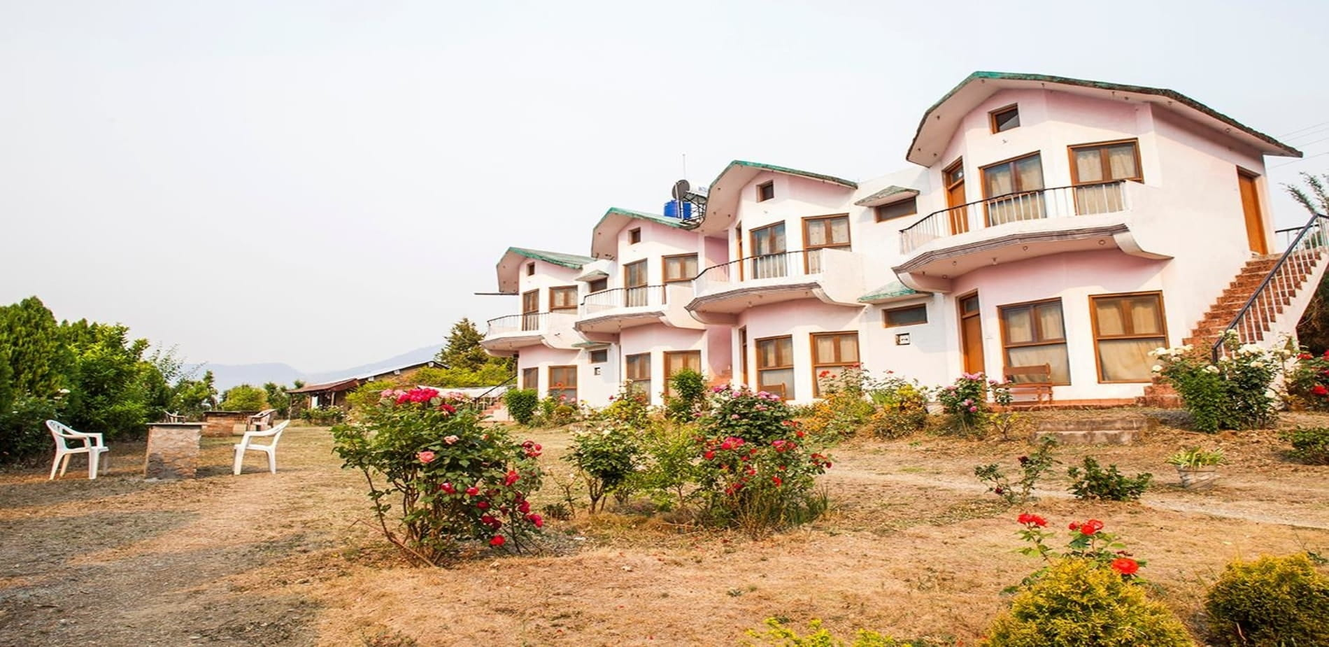 Front view of Apical Resort